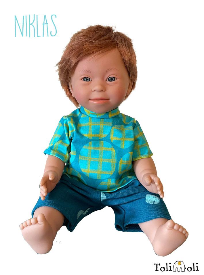 *Niklas* Puppe mit Down Syndrom